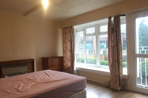 3 bedroom house share to rent - Large Double Room to Rent in Denmark Gardens, Carshalton SM5