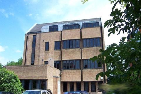 2 bedroom flat to rent - Oak House, 58-60 Oak End Way, Gerrards Cross, Buckinghamshire