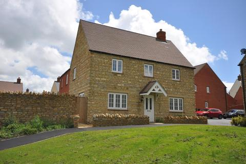 4 bedroom detached house to rent - Silverstone