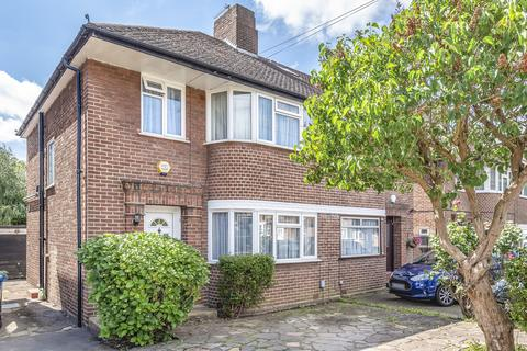 3 bedroom semi-detached house for sale - Wychwood Close, Edgware, Middlesex, HA8