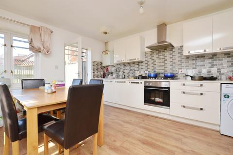 4 bedroom townhouse to rent - Dorton Close Peckham SE15