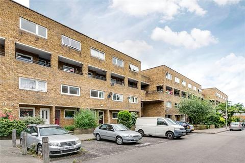 3 bedroom flat to rent - Turenne Close, London, SW11