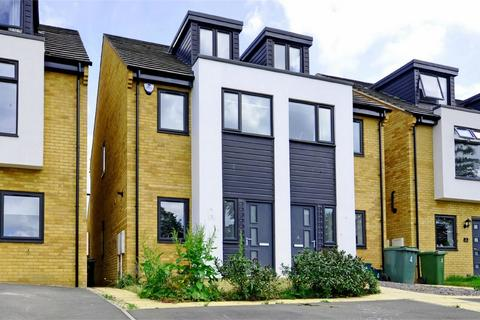 3 bedroom semi-detached house to rent - Newdawn Place, Cheltenham, Gloucestershire