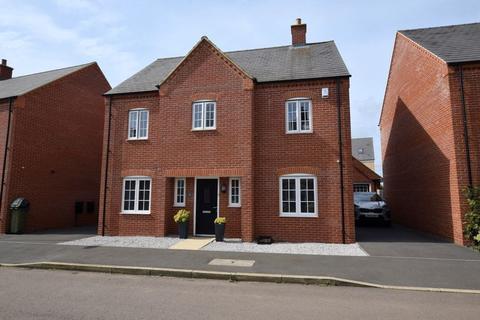 4 bedroom detached house for sale - Calville Gardens, Aylesbury