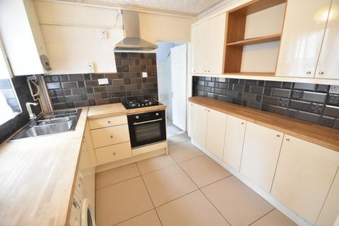 3 bedroom terraced house to rent - Dale Road, Luton