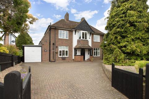 3 bedroom detached house for sale - Aylesbury Road, Bierton, Aylesbury