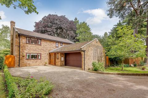4 bedroom detached house for sale - The Avenue, Dallington, Northampton