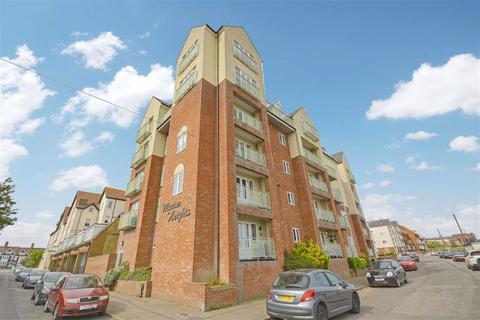 1 bedroom flat for sale - St. Mildreds Gardens, Westgate-On-Sea, Kent