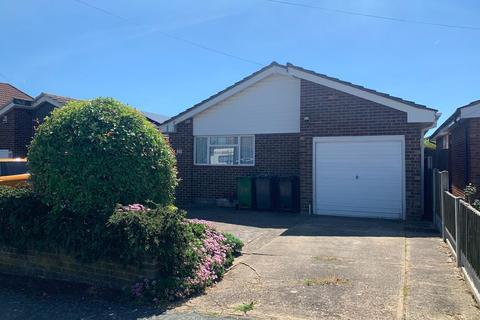 2 bedroom detached bungalow for sale - York Road, Rochford