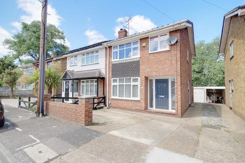 3 bedroom semi-detached house for sale - Palmerston Road, Rainham, RM13