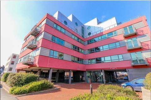 2 bedroom apartment to rent - Regency House, 35 Queens Road