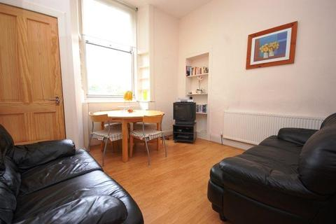 3 bedroom flat to rent - Lutton Place, Edinburgh, EH8 9PF