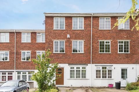 4 bedroom townhouse for sale - Station Approach Chelsfield BR6