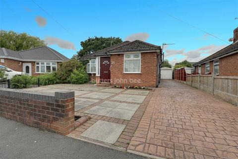 3 bedroom bungalow for sale - Kipling Way, Crewe