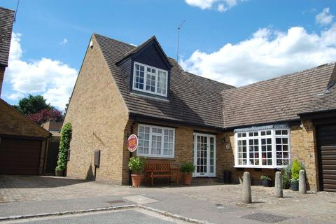 3 bedroom detached house for sale - The Mews, Weston Favell, Northampton NN3 3JZ