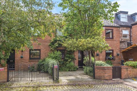 2 bedroom terraced house for sale - Cloisters Walk, York, YO31 7HZ