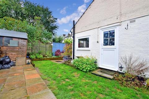 3 bedroom detached bungalow for sale - Vale Road, Northfleet, Gravesend, Kent
