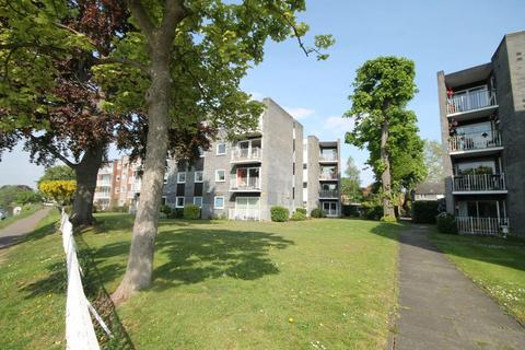 2 bedroom apartment for sale - Glen Court, Riverside Road, Staines-upon-Thames, TW18