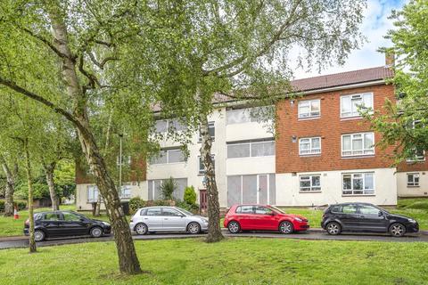 3 bedroom flat for sale - Larkfield Close Bromley BR2