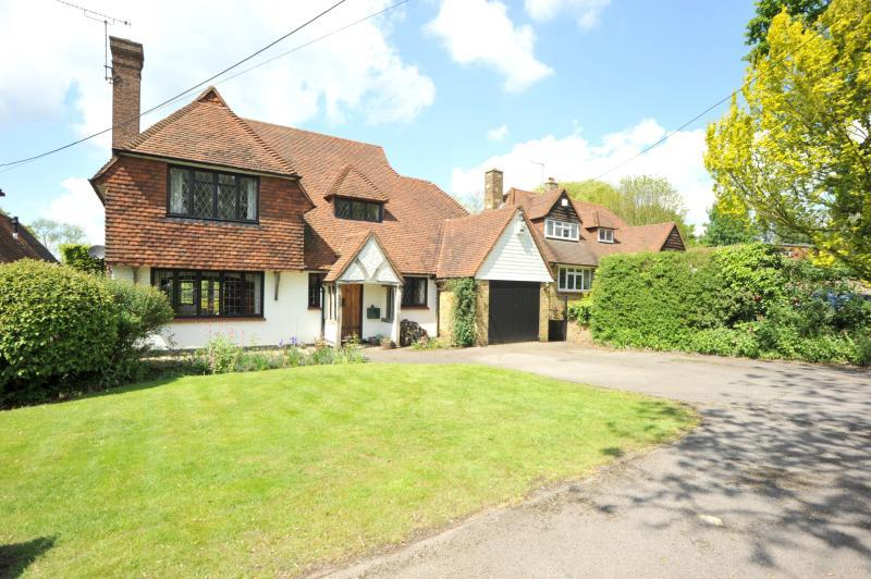 4 Bedrooms Detached House for sale in Roman Road, Mountnessing, Brentwood, Essex, CM15