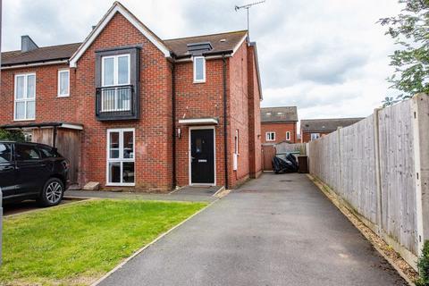 3 bedroom end of terrace house for sale - Pixie Road, Aylesbury