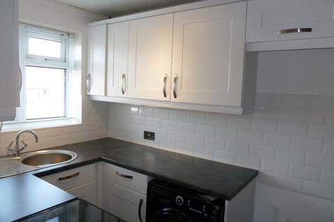 2 bedroom flat to rent - Bradham Court