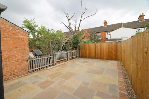 4 bedroom house to rent - Hartington Street, Bedford