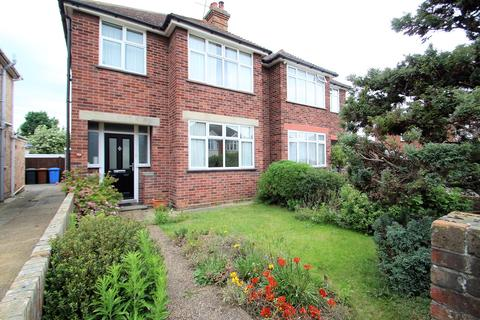 3 bedroom semi-detached house for sale - Kingsgate Drive, Ipswich, IP4