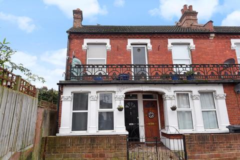 2 bedroom flat for sale - Ingatestone Road, South Norwood