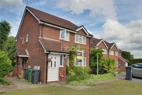 2 bedroom maisonette to rent - Meadowbank Road, Lightwater