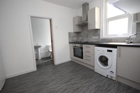 2 bedroom ground floor flat to rent - Wellsway, Bath