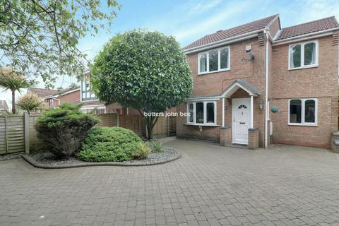 3 bedroom detached house for sale - Silver Fir Close, Cannock