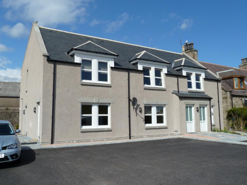 8 Station Road, Dyce − Exterior