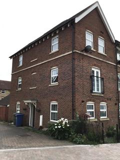 3 bedroom barn conversion to rent - Leigh Road, Sittingbourne