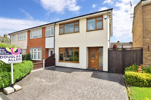 3 bedroom end of terrace house for sale - Williamsons Way, Corringham, Stanford-Le-Hope, Essex
