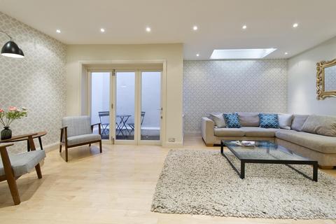 3 bedroom house to rent - Pembridge Mews, London, W11