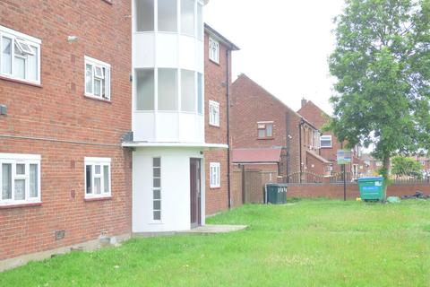 2 bedroom flat for sale - Johnson Road, TW5