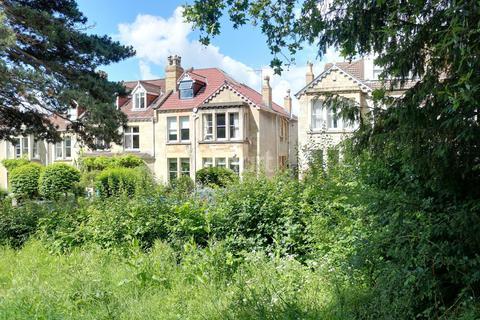 2 bedroom flat - Effingham Road, St Andrews, BS6