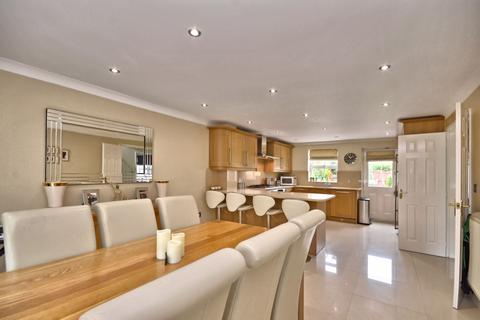 4 bedroom detached house for sale - Kennington, TN25