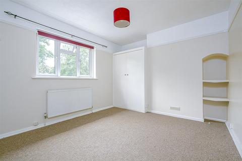 2 bedroom apartment to rent - High Street, Banstead
