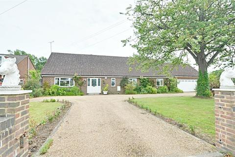 4 bedroom detached bungalow for sale - Tally Ho Road, Shadoxhurst