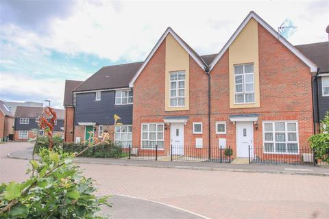 3 bedroom terraced house for sale - Gwendoline Buck Drive, Aylesbury