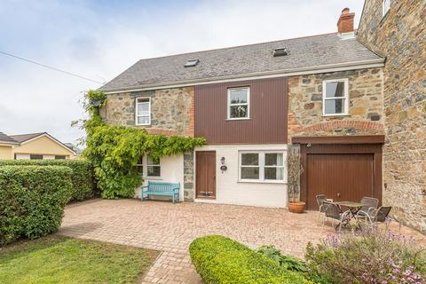 3 bedroom barn conversion for sale - Pleinheaume Road, Vale, Guernsey
