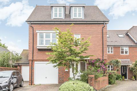 4 bedroom detached house for sale - Pentons Close, HOLYBOURNE, Hampshire