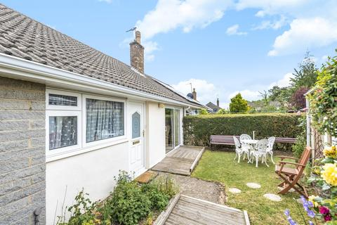 2 bedroom end of terrace house for sale - 54 Hill View, Carterton, Oxon OX18 1BB