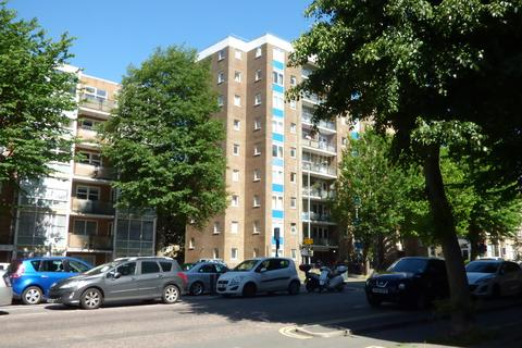 Studio to rent - The Drive, Hove, BN3 3JX