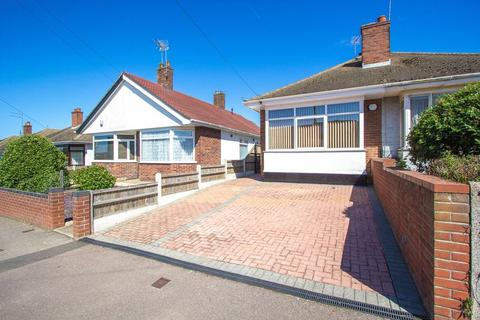 2 bedroom semi-detached bungalow for sale - Shrublands Way, Gorleston on Sea