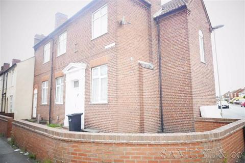 Fountain Court Quarry Bank 1 Bed Flat 163 350 Pcm 163 81 Pw