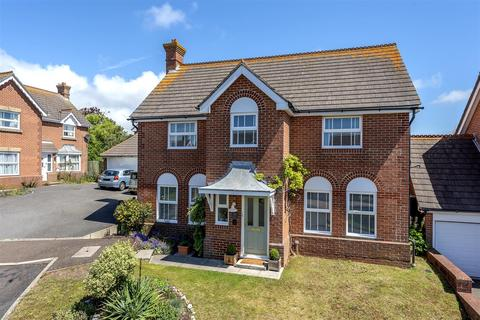 4 bedroom detached house for sale - Isabel Close, Seaford