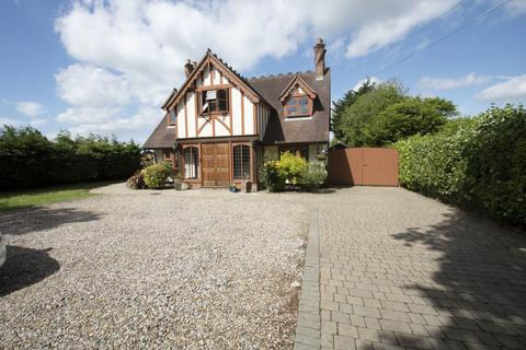 4 bedroom cottage for sale - Tye Common Road, Billericay
